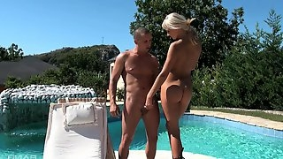 There is nothing better for naked Ivana Sugar than a blowing by the pool