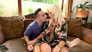 Horny stepson Raul Costa has the honor to fuck buxom stepmom Tiffany Rousso