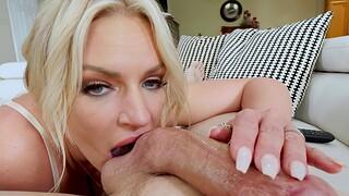 Closeup homemade video of busty MILF Rachel Cavalli pretentiously a blowjob