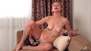 Oliya busts out her favorite sex toy and reaches orgasmic heights