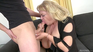 Big mature gets her dose of dick from the nephew