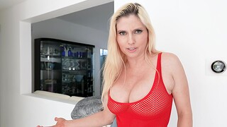 Blonde MILF Christie Stevens gets fucked acquiescent added to residuum cowered with cum