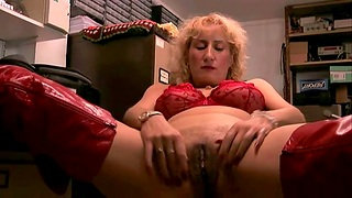 Horny mature slut Naomi drops will not hear of red lingerie to masturbate