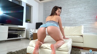Irresistible Anastasia Brokelyn moans greatest extent carrying-on with a vibrator