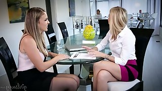 Sex-hungry babe Jessa Rhodes gives a cunnilingus to seductive blind folded babe
